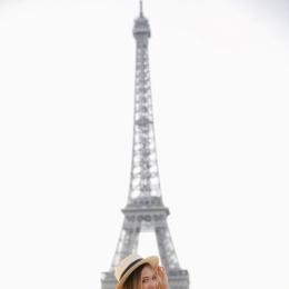 Работа для девушек из РФ/УКР в Париже. 300.000р +